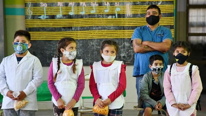 Alumnos y docentes deberán presentar una declaración jurada manifestando el buen estado de salud.