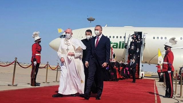 Francisco comenzó una histórica visita a Irak
