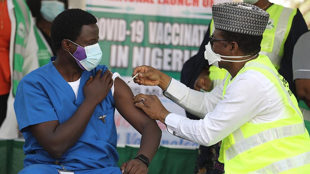 La lenta campaña de vacunación continúa en África