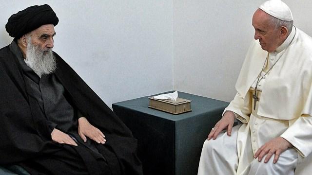 Francisco visitó a Al-Sistani en su residencia.
