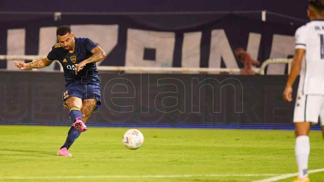 Boca intentará recuperar en Santa Fe el circuito de juego que nace de los pies del colombiano Cardona, con buenos socios como Villa y Frank Fabra.
