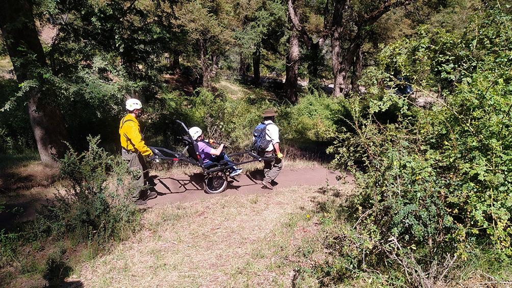 Las 24 sillas de ruedas adaptadas para senderismo en zonas agrestes, serán distribuidas en 12 áreas protegidas del país.