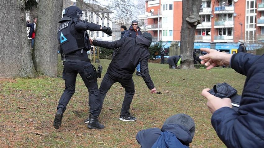 """La protesta fue convocada por los denominado """"Querdenker"""", o movimiento de Pensadores Laterales."""