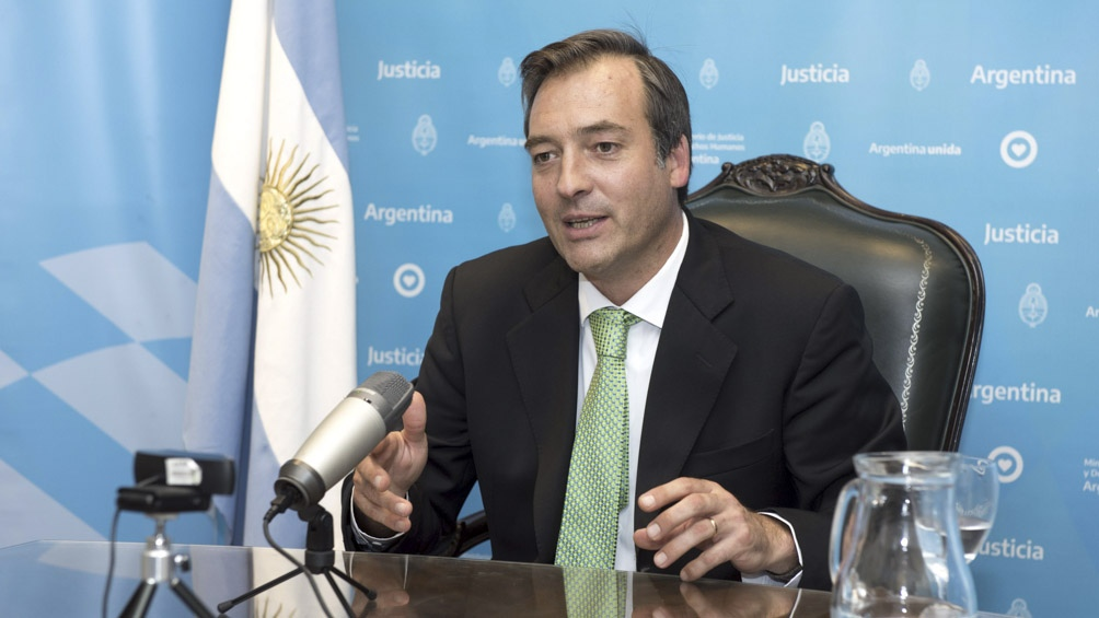 Martín Soria trabaja en una denuncia.