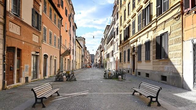 Italia, con más de la mitad de las 20 regiones del país en zona de máximo riesgo epidemiológico. (Foto AFP)
