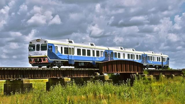 """""""El ferrocarril es el medio de transporte más barato y es la posibilidad de llegar y dar vida a pueblos del interior"""", dice el historiador Norberto Galasso."""