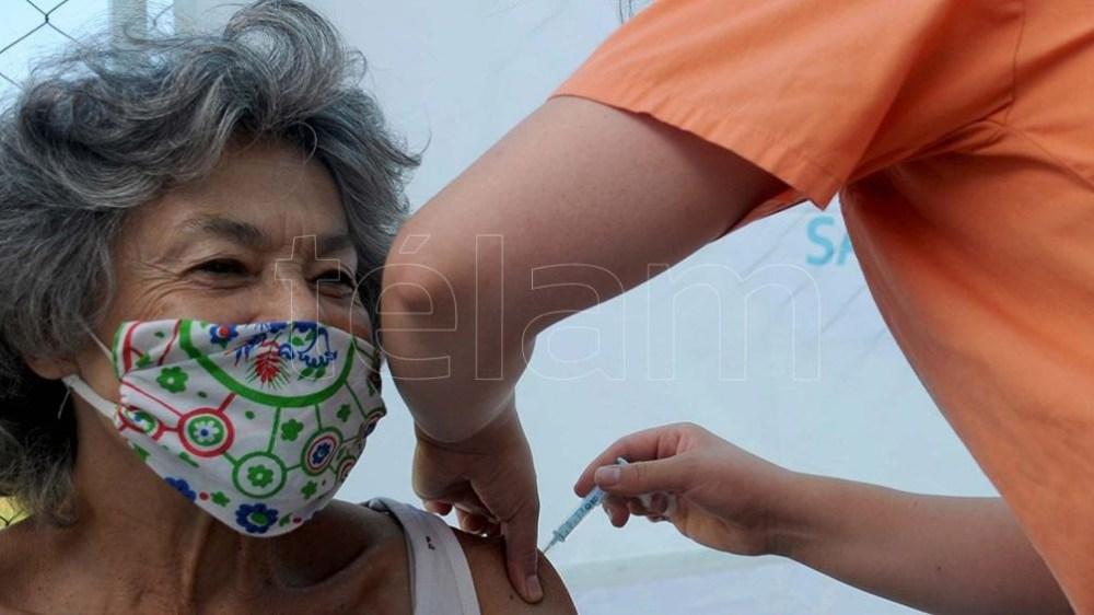 La personas vacunadas consiguen anticuerpos después de los 15 días de vacunarse.
