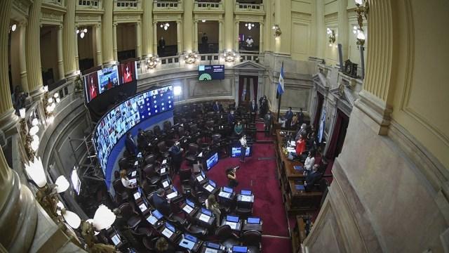 Por 67 votos a favor y uno en contra del senador opositor Ernesto Martínez, el Senado apoyó un dictamen que unifica dos propuestas sobre el acoso sexual, una de las cuales ya había recibido media sanción de la Cámara de Diputados.