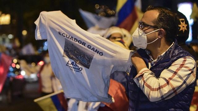 Fernández le agradeció la invitación que le cursó el mandatario electo para asistir al acto de su asunción aunque debió declinar su presencia dado el contexto pandémico.