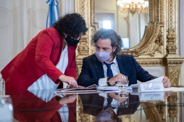 Cafiero, junto con la ministra de Salud.