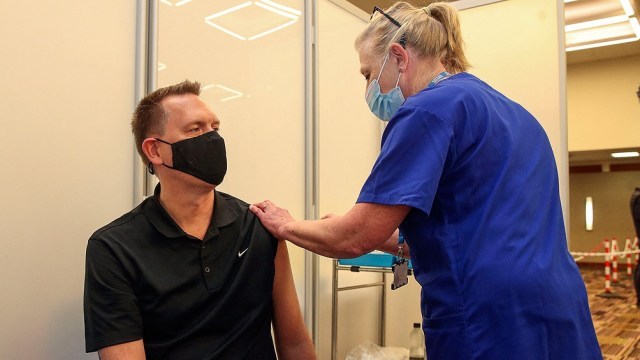 En Reino Unido hay casi 50 millones de vacunados, entre ellos, el 79% de la población adulta.