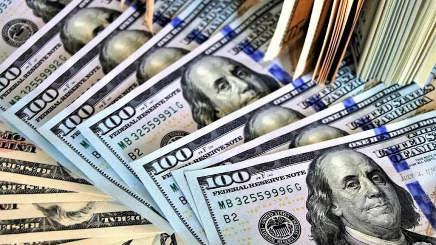 La cotización del dólar oficial cerró hoy en 3,77 en promedio.