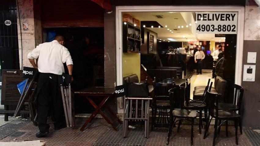 """Moroni: """"Todavía falta la recuperación de los sectores de servicios, como gastronomía, entretenimientos y turismo""""."""