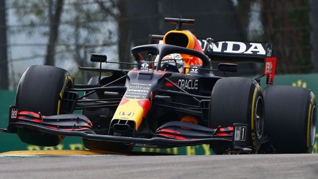 El piloto neerlandés le sacó 22 segundos de ventaja a Hamilton.