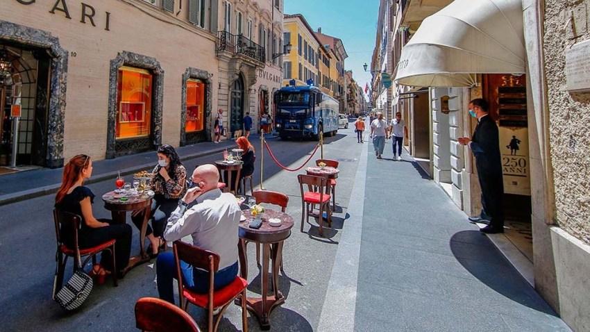 El Gobierno decidió habilitar desde el próximo 1 de junio el consumo en el interior de bares y restaurantes