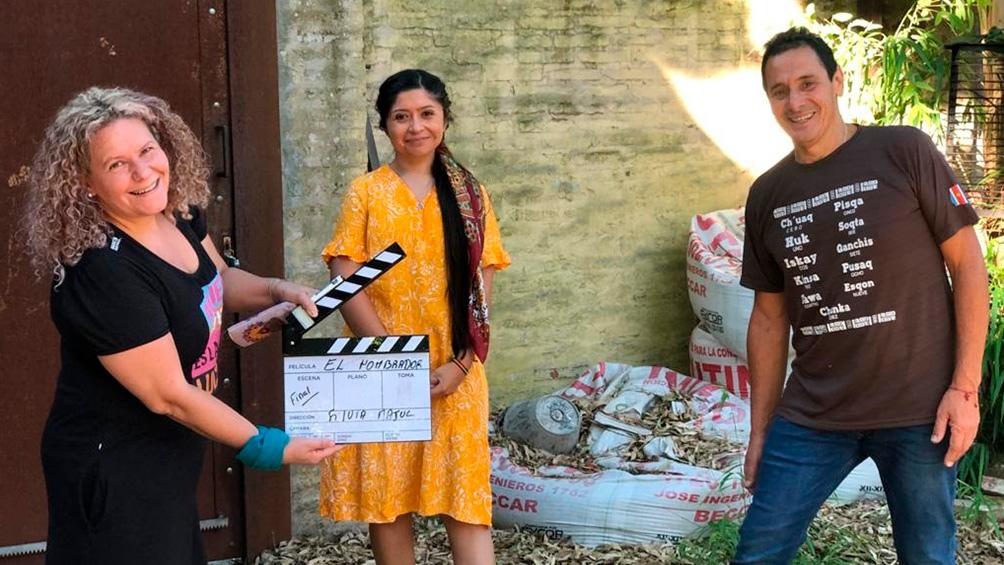 """La directora, Nadia Larcher y Ricardo Mollo en el rodaje de """"Cuando tenga la tierra""""."""