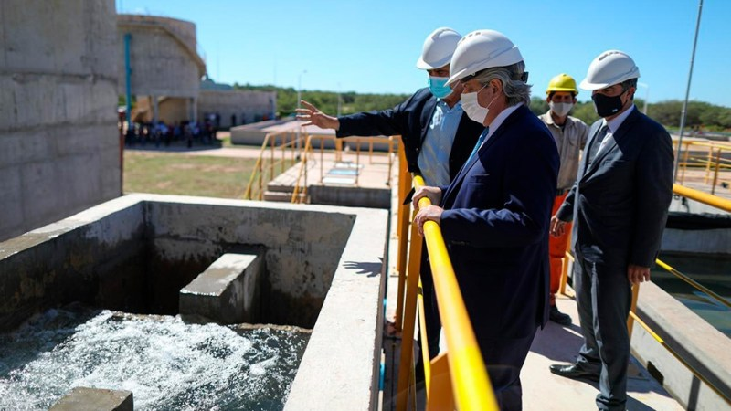 """Alberto Fernández: """"En el siglo XXI no se puede vivir en ningún lugar sin agua porque es un derecho"""""""