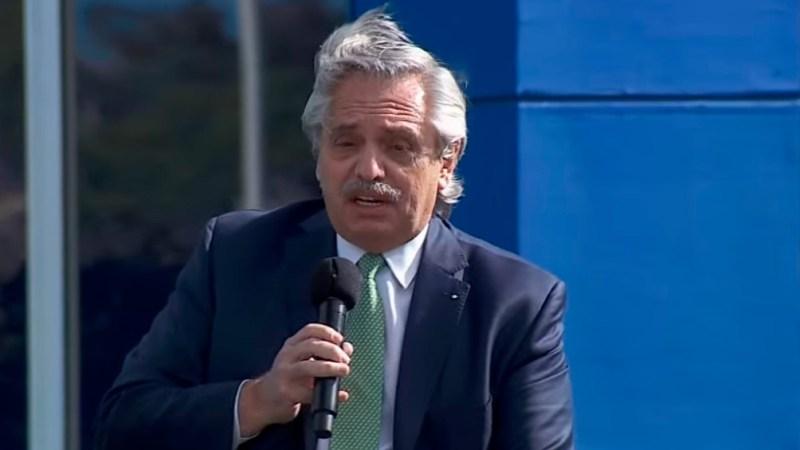 Fernández anunció un plan para la entrega de 700 mil computadoras y le respondió a la Corte Suprema.