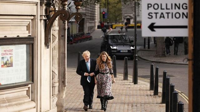 Johnson, de 56 años, y Symonds, de 33, viven juntos en Downing Street, la sede del Gobierno, desde que el funcionario se convirtió en primer ministro en 2019.