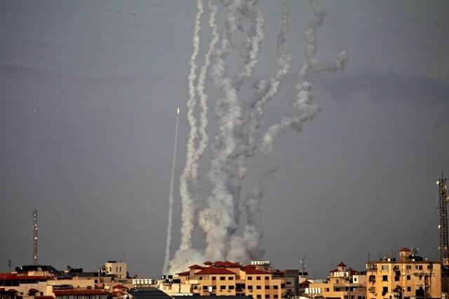 Voceros militares israelíes dijeron que la aviación bombardeó Gaza unas 1.000 veces desde el lunes