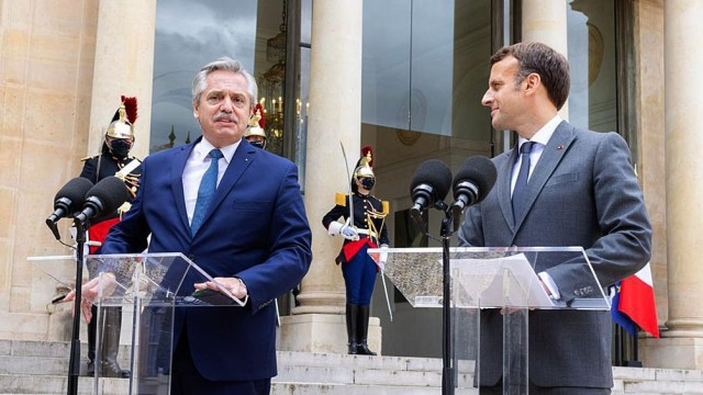 Fernández informó a Macron que no viajará a Francia y participará vía remota en Foro Generación Igualdad.
