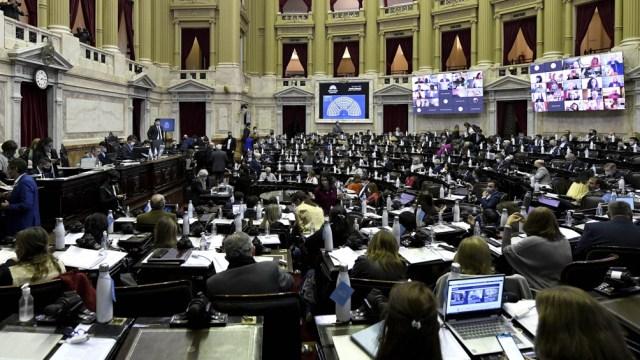 El oficialismo se propone tratar el tema en un esquema presencial en el que puedan votar virtualmente solo los legisladores de riesgo.