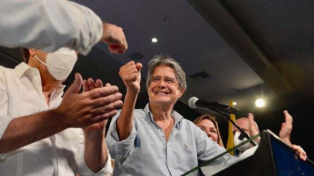 """""""Al sur de nuestra América cuenta con otro Presidente que ha hecho suya la máxima del Papa Francisco: nadie se salva solo"""",le escribió Fernández a Lasso"""