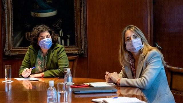 Seguirán de cerca el proceso de liberación de vacunas Oxford-AstraZeneca, producidas en forma conjunta con Argentina