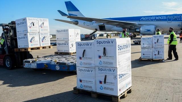 La semana pasada llegaron desde Moscú 1.080.000 dosis de Sputnik V en dos vuelos.