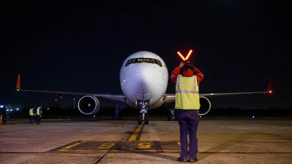 El vuelo AC7326 de Air Canada, procedente de Toronto, aterrizó en el aeropuerto internacional de Ezeiza a las 6:45.