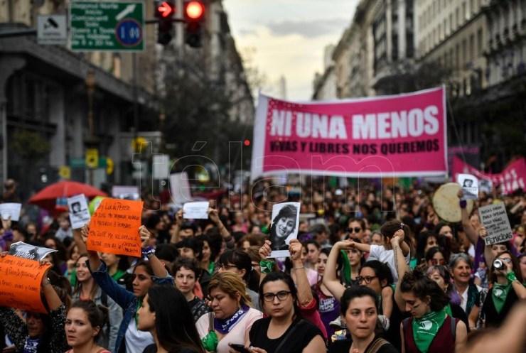 El Registro Nacional de Femicidios fue uno de los reclamos escuchados en la Plaza del Congreso el 3 de junio del 2015. Foto: Alejandro Santa Cruz.