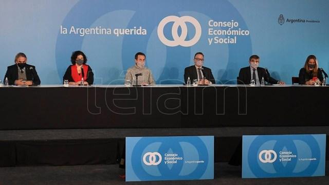 El cónclave del Consejo Económico y Social contó con la presencialidad de varios ministros y también de gobernadores mediante videollamadas.