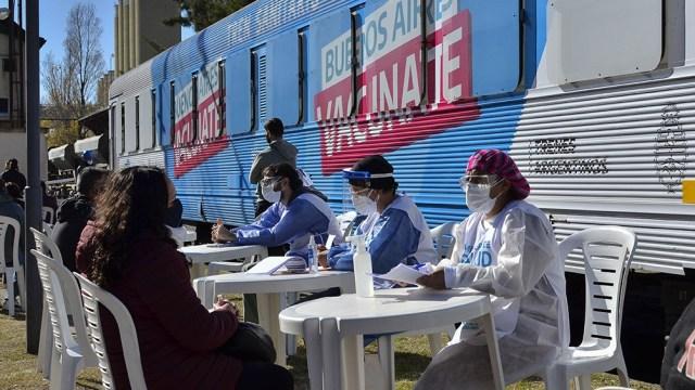 Un técnico, un enfermero administrativo, tres enfermeros para hisopados y vacunación, un bioquímico, dos médicos generalistas y una persona de mantenimiento integran el equipo sanitario.