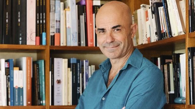 Sacheri invita a la reflexión íntima a partir de la literatura en su programa televisivo.