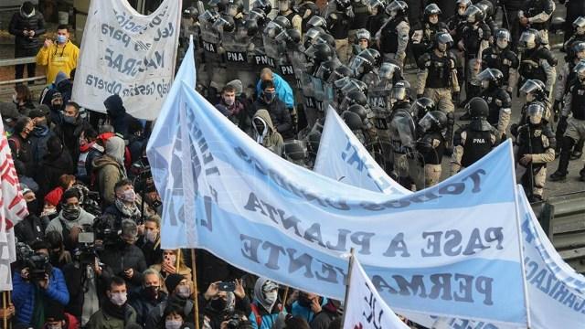 """El denominado sindicalismo combativo y otros """"sectores en lucha por el trabajo"""" desarrollaban una concentración en las inmediaciones del Obelisco"""