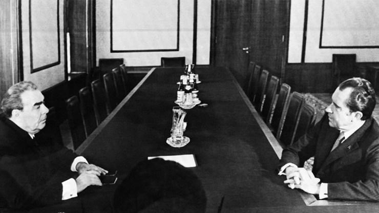 Encuentro entre el líder soviético Leonid Brezhnev y el presidente estadounidense Richard Nixon. Foto: AFP