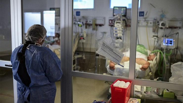 """""""Resultados publicados este lunes correspondientes a Escocia sugieren que Delta duplica las probabilidades de hospitalización con respecto a la variante Alpha""""."""