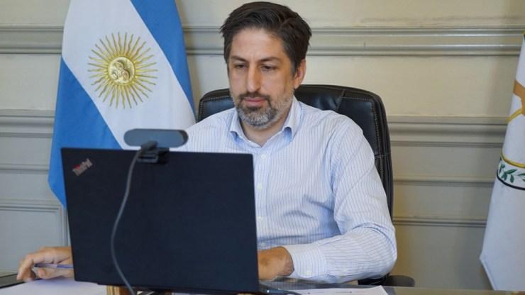 """El ministro de Educación de la Nación, Nicolás Trotta, sostuvo en la presentación del informe: """"Promovemos la presencialidad cuidada en todo el territorio argentino""""."""