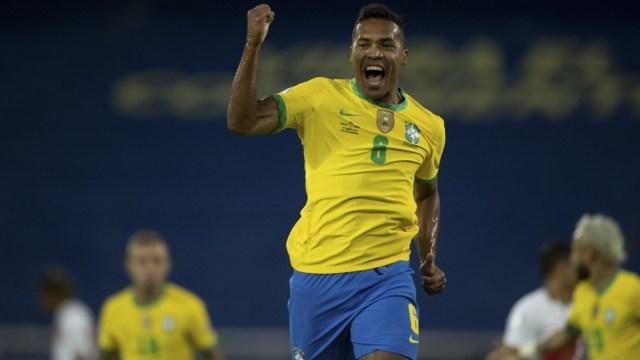 Brasil se puso en ventaja ante Perú, con gol de Alex Sandro (foto: @CBF_Futebol)