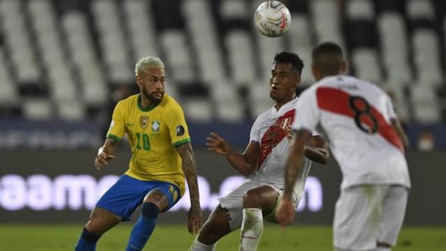 Brasil goleó 4 a 0 a Perú en la fase de grupos.
