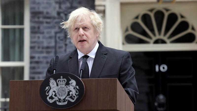 """El primer ministro británico Boris Johnson, instó a la gente a """"ser cautelosa"""" tras la última caída en el número de casos."""