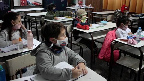 Regirán medidas para ampliar la presencialidad en las escuelas bonaerenses.