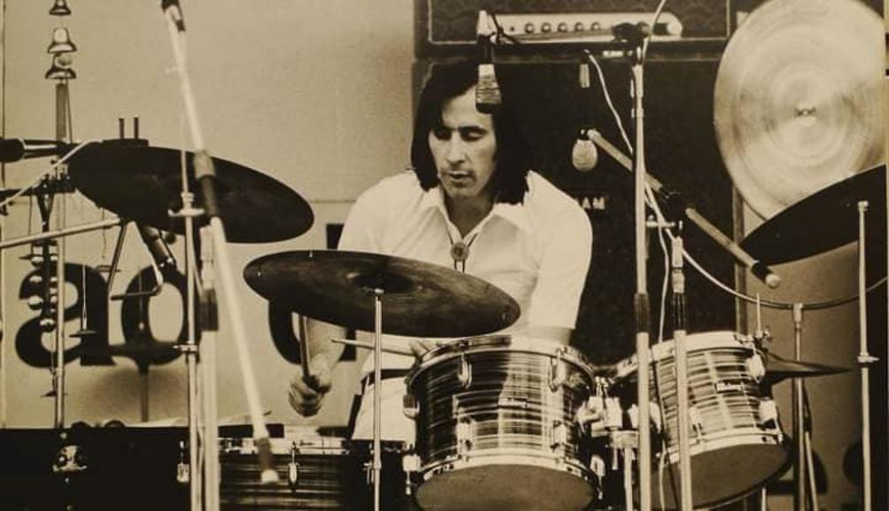 Integró a partir de 1971 la legendaria banda Arco Iris