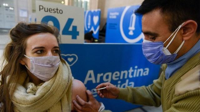 """El reporte precisa además que """"ya se distribuyeron más de 25 millones de vacunas en todo el país""""."""