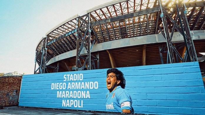 """En Nàpoles, ahora el """"Stadio Diego Armando Maradona"""" es un templo del fútbol."""