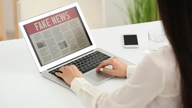"""""""En los medios de comunicación se observa que a veces se da una noticia falsa siguiendo determinados intereses, pero que otras veces esto ocurre por no chequear correctamente las fuentes ."""