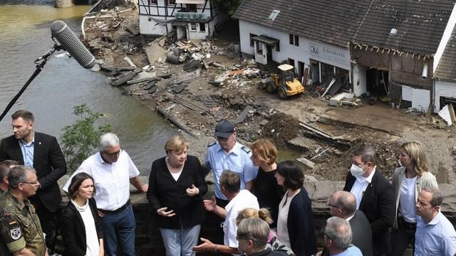 """""""El idioma alemán tiene problemas para encontrar las palabras para describir la devastación que se ha ocasionado"""", declaró Merkel. (foto AFP)"""