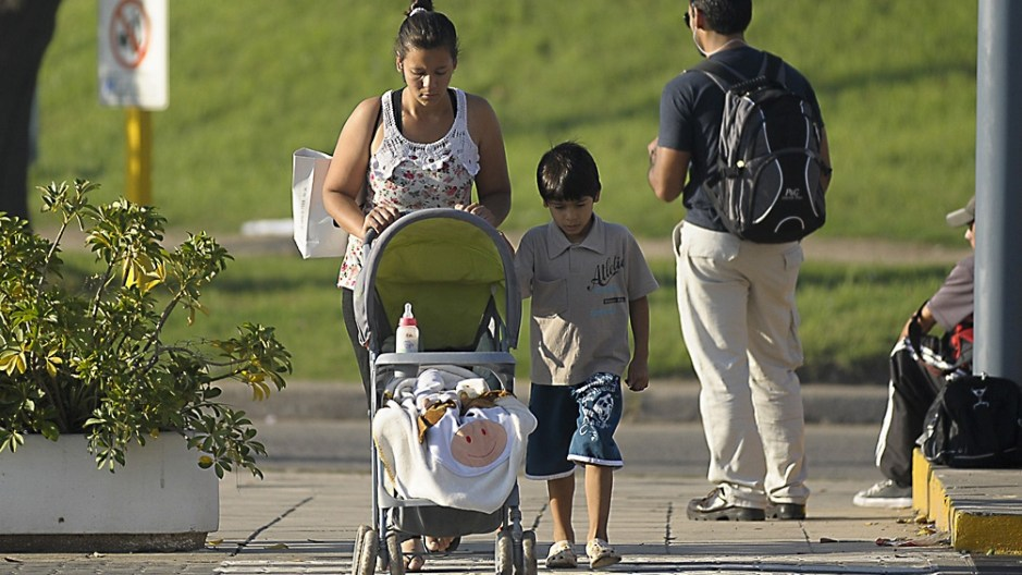El decreto reconoce un año de servicio adicional por cada hijo y/o hija con discapacidad. Foto: Nacho Corbalán