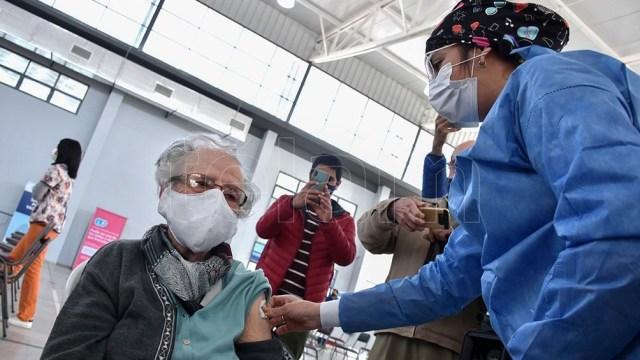 """En relación con el avance del plan de vacunación, Vizzotti afirmó que Argentina """"tiene muchas dosis para adultos"""" en la actualidad, y que se inocula """"a un ritmo muy acelerado"""".Foto Rubén Paratore"""