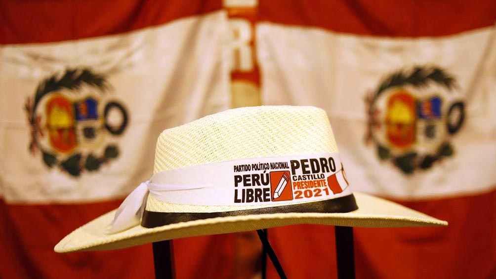Pedro Castillo rara vez se saca su enorme sombrero cajamarquino típico.